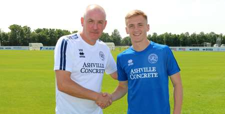 Mark Warburton has completed the loan signing of midfielder Matt Smith.